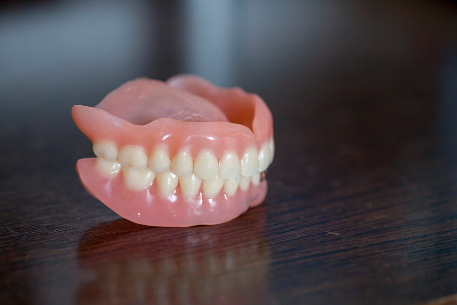 Which Are Better: Implants or Dentures?
